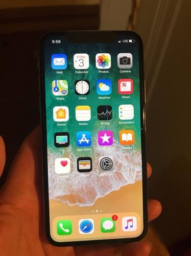 Apple iPhone X - 64Go - ESPACE GRIS Débloqué