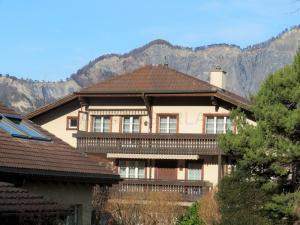 Sonnige 4.5 Zimmer-Dachwohnung an verkehrsgünstiger, ruhiger Lage