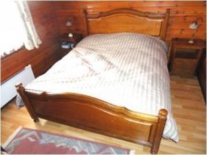 Chambre à coucher en bois de noyer massi
