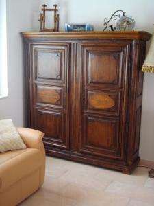 Armoire ancienne et meuble bas