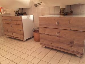 A vendre deux meubles de salle de bains avec deux tiroirs