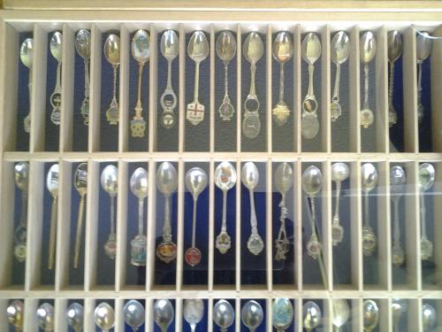 A vendre 100 cuillères décoratifs