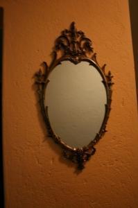 Deux jolis miroirs décoratifs