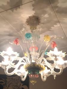Magnifique lustre de Murano rococo multicolore