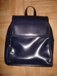 Un sac à dos en cuir
