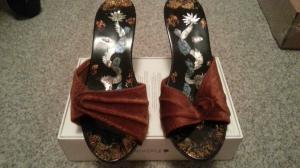 chaussures pour décoration  en vitrines  2 paire  le lot