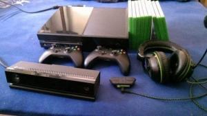 Xbox One + Kinect 2+ jeux et casque 7.1