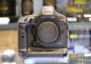 Canon EOS 1DX (35 700 decl.)