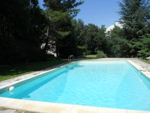 Location saison. Provence villa piscine France 84240