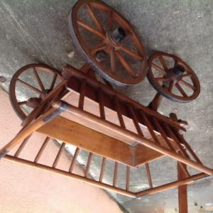 Petit chariot en bois