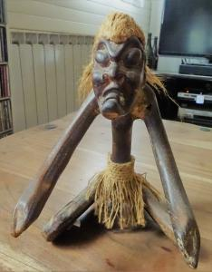 Ancien sorcier de tribu en bois