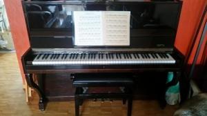 Piano droit noir Uhlmann