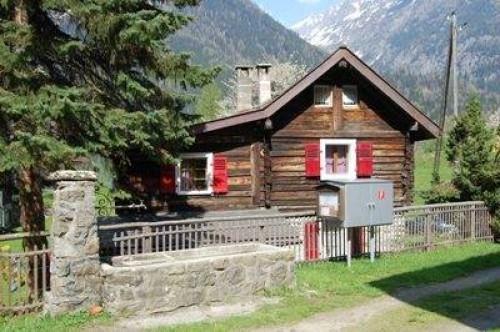 Magnifique coin de tranquilité pour ce chalet sis en face du village du Trétien sur le versant nord du Mont de l\